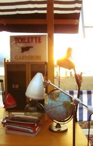 Vista lámparas y carteles