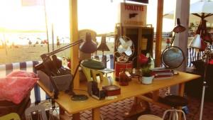 Mesa con artículos