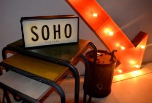 Cartel de SOHO vista de cerca