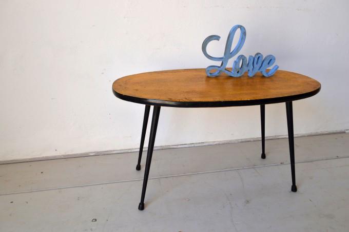 Mesa auxiliar años 60 con adorno love