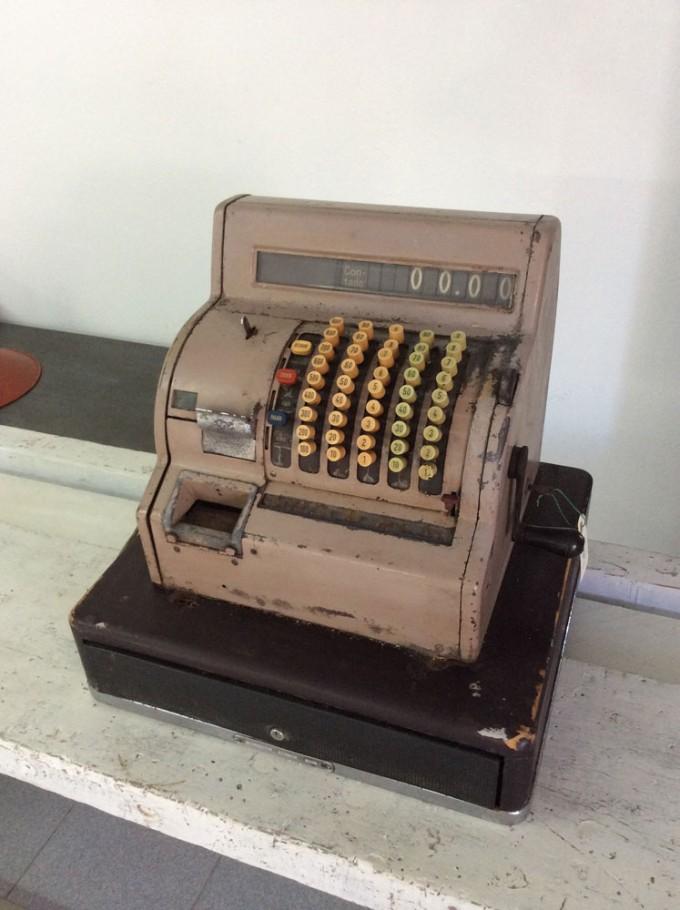 Caja registradora años 50 vista oblicua