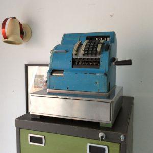 Máquina registradora vista oblicua