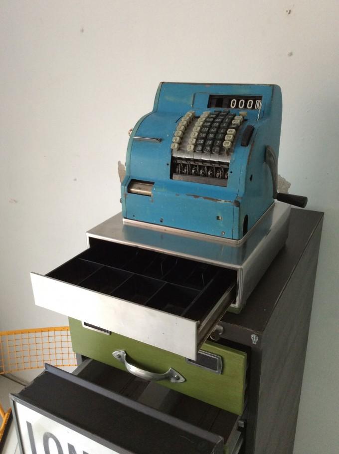 Maquina registradora abierta