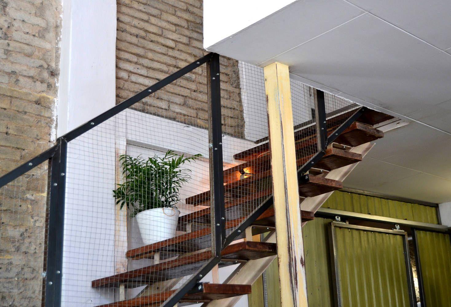 Escalera en restaurante Triciclo 2