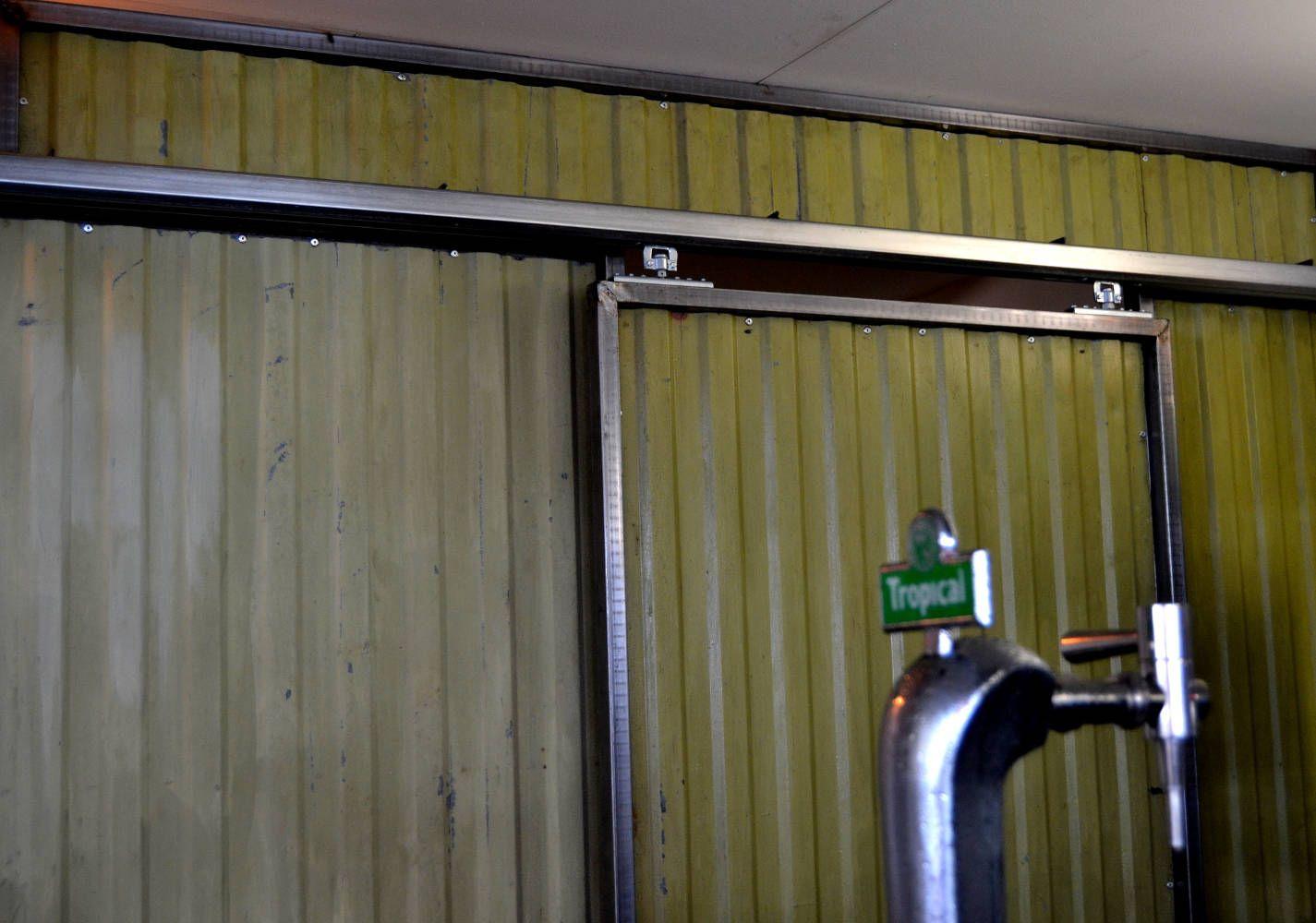 Puerta corredera en restaurante Triciclo