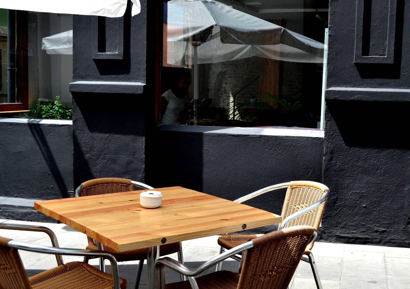 Mesa terraza en restaurante Triciclo