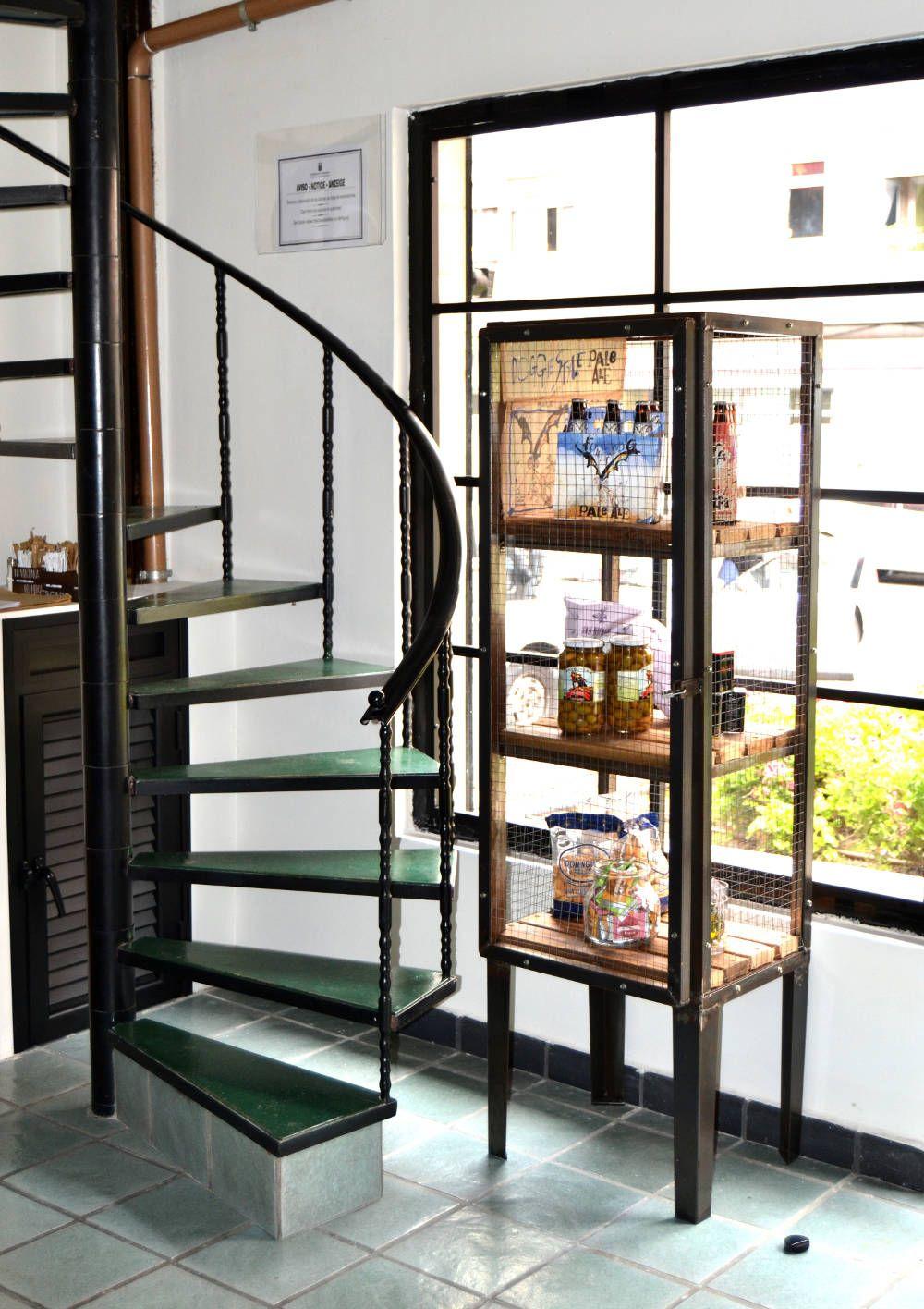 Escalera en Ventana Mercado