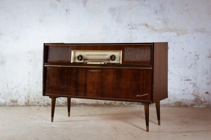 RADIO TOCADISCOS DE LOS AÑOS 60